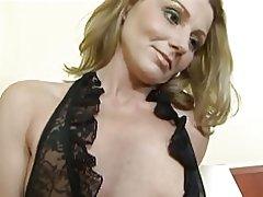 MILF consigue follada anal