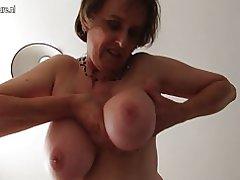 Amateur mujer madura británica con unshaved coño y redondo