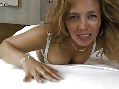 Madre Latina con vagina hambrienta