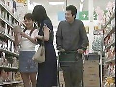 Madre cachonda puede y t resistir una cogida en el supermercado
