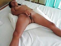 Asiática masturbándose