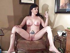 Michelle con piernas separadas ancho de fumar