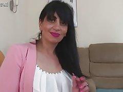 Mamá madura árabe del Reino Unido con la vagina hambrienta