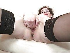 Madre madura flaca con vagina hambrienta