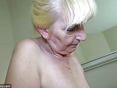 Oldnanny chica joven masturbarse y chuparse los
