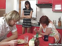 Cena lleva a trío