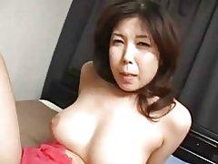 Creampied coño japonesa muy tetona del milf y s