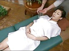 Esposa pide polla en masaje con aceite.