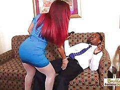 El Gerente del hotel tiene que hacer todo lo posible para hacer que sus clientes