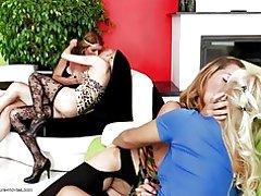 Sexo en grupo lésbico perfecto con las mamás y niñas