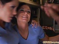 Cfnm madura enfermera duo compartan un facial
