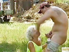Sexo perverso con la abuela