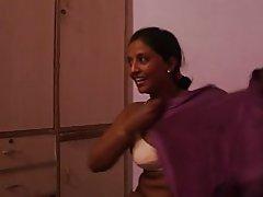 India tía 1096