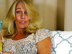 Sexy madre madura con vagina hambrienta