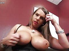 Caliente alemana grande breasted milf quiere chupar tu pene