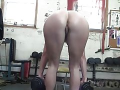 Claire madura obtiene un pov a tientas en el gimnasio