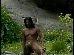 Perno prisionero caliente golpea petite asian y Raja pequeña de s en el trampolín