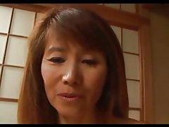 Japonesa madura Slim disfruta de follar