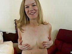 Espesor milf amateur con tetas naturales hace porno anal