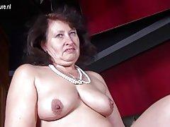 Gran madre sexy con vagina hambrienta