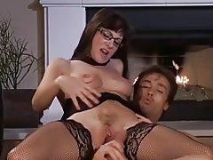 Mujer madura seduce a joven guy...f70
