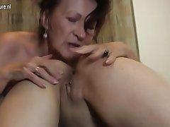 La abuela ir duro con chica joven lesbianas