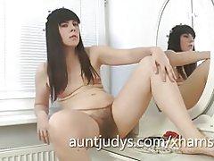 Sexy milf malavi masurbates en top su vanidad