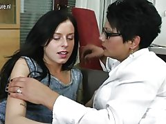 Hija folla a madura lesbiana no su mamá