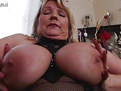 Sexy madre tetona necesita una buena cogida