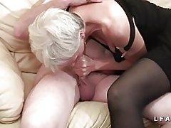 Libertina abuela toma a un joven en un plan de 3