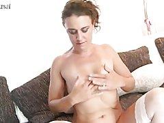 Amateur mama y mujer con la vagina hambrienta